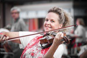 Die Geigen Spielerin mit der Teufelsgeige